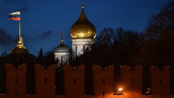 La bandera de Rusia en el Kremlin de Moscú - Sputnik Mundo