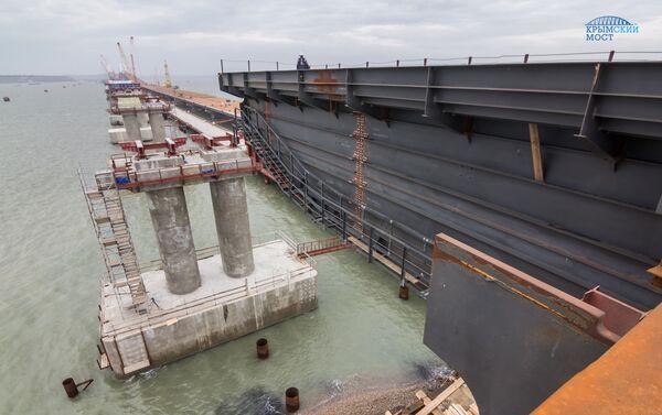La construcción del puente de Crimea - Sputnik Mundo