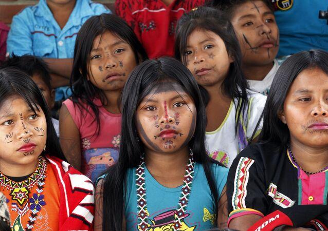 Niñas de la etnia Embera de Colombia