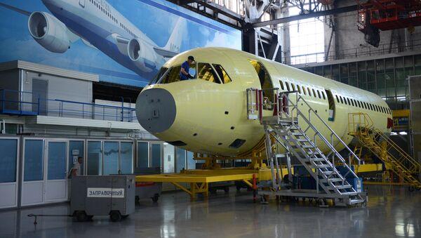 El ensamblaje del avión MC-21-300 en la planta aeronáutika de la empresa Irkut - Sputnik Mundo