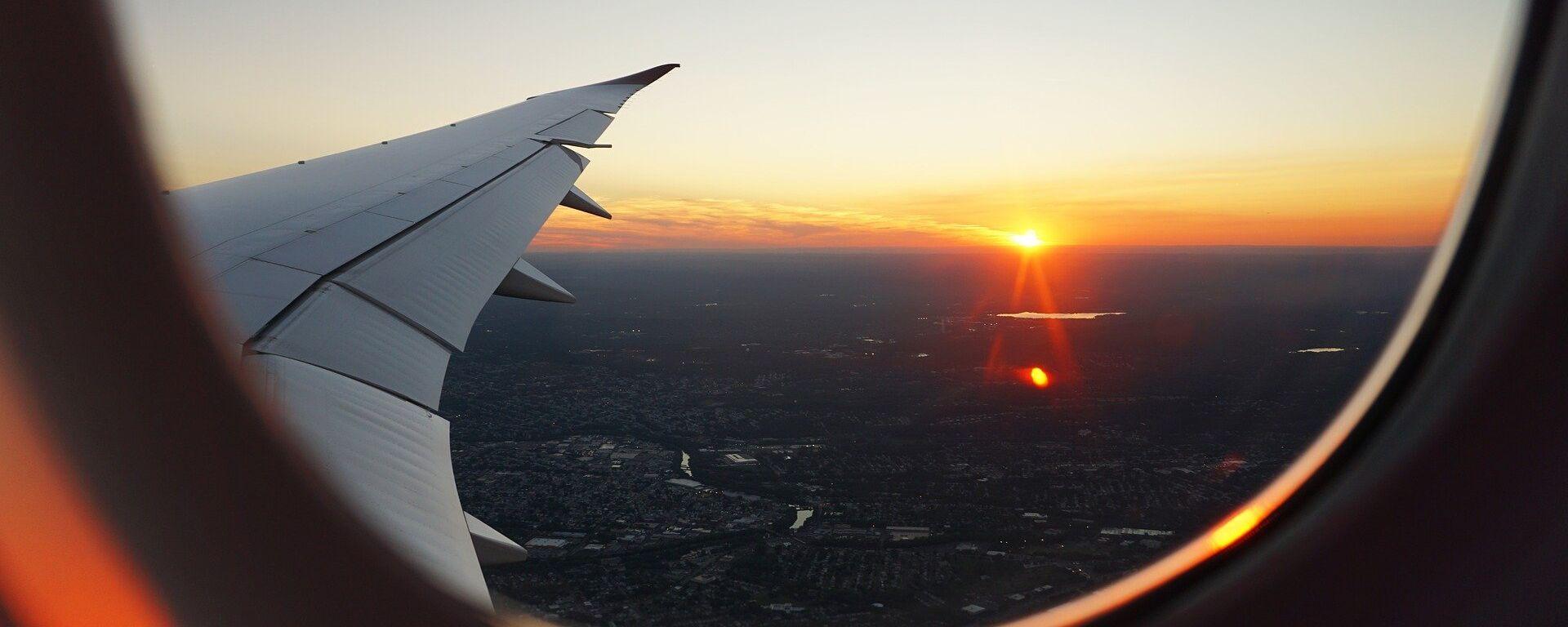 Puesta de sol vista desde un avión (imagen referencial) - Sputnik Mundo, 1920, 09.09.2021