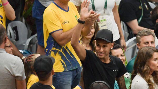 Neymar, retratado en los Juegos Olímpicos de Rio 2016, durante la final de vóleibol masculino entre Brasil e Italia. - Sputnik Mundo