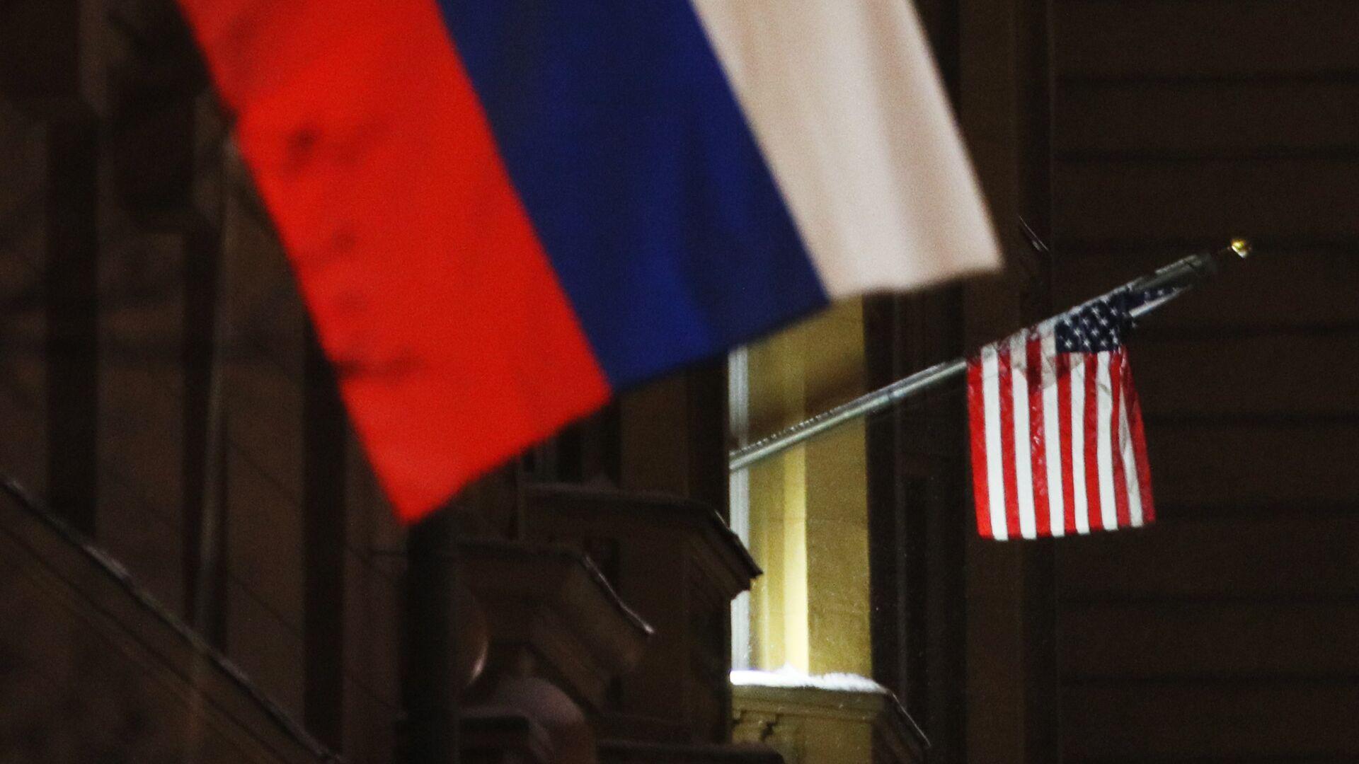 Banderas de Rusia y EEUU - Sputnik Mundo, 1920, 07.04.2021