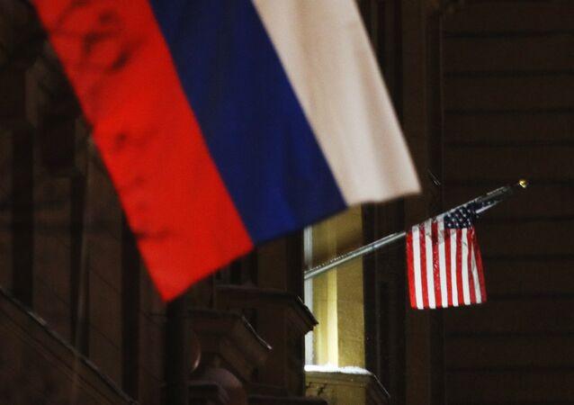 Las banderas en la Embajada de EEUU en Rusia
