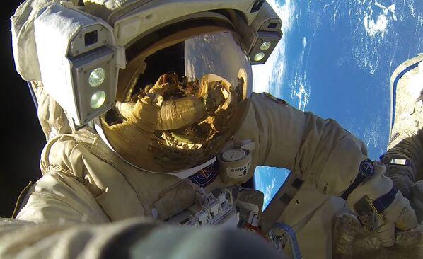 Los cosmonautas rusos baten un récord por accidente - Sputnik Mundo