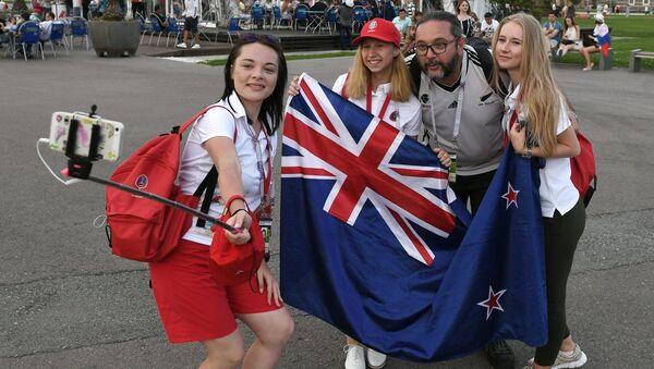Los fanáticos del equipo nacional de Nueva Zelanda se hacen selfis - Sputnik Mundo