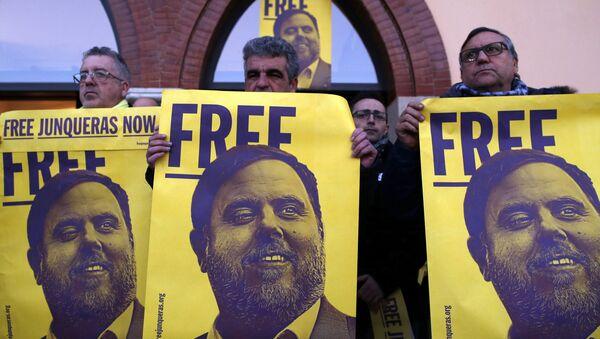 Una manifestación en Barcelona por la libertad de Oriol Junqueras - Sputnik Mundo