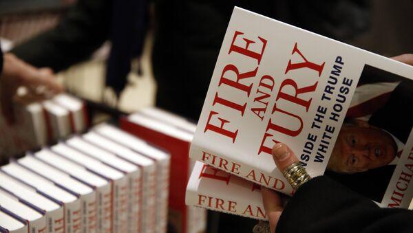 El libro 'Fuego y Furia: Dentro de la Casa Blanca de Trump' - Sputnik Mundo