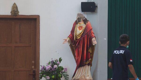 Ataque a una iglesia católica en Indonesia - Sputnik Mundo