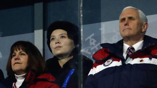 La hermana del líder norcoreano, Kim Yo-jong y el vicepresidente de EEUU, Mike Pence - Sputnik Mundo