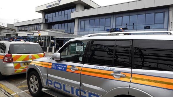 Policía cerca del Aeropuerto de la Ciudad de Londres (archivo) - Sputnik Mundo
