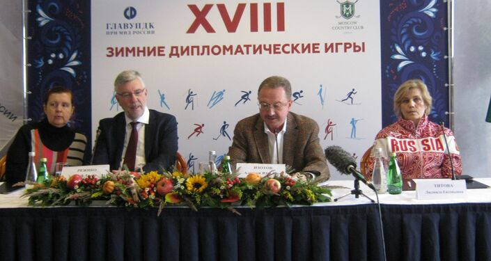 Embajador belga J.-A. Regibeau (2i) y A.Zotov (2d)