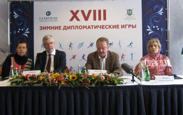 Embajador belga J.-A. Regibeau (2i) y A.Zotov (2d) - Sputnik Mundo
