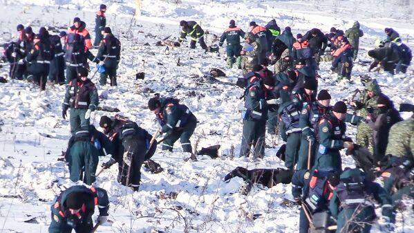 Las tareas de búsqueda a las afueras de Moscú donde se estrelló el An-148 - Sputnik Mundo