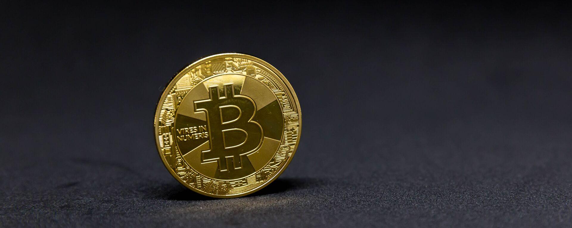 Bitcoin (imagen referencial) - Sputnik Mundo, 1920, 05.04.2021