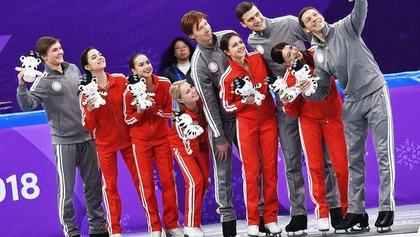 Los patinadores rusos que ganaron medallas de plata en los Juegos Olímpicos de Invierno de Pyeongchang 2018 - Sputnik Mundo