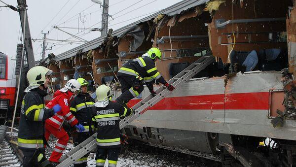 El lugar de la colisión de trenes en la comuna de Niklasdorf, Austria - Sputnik Mundo
