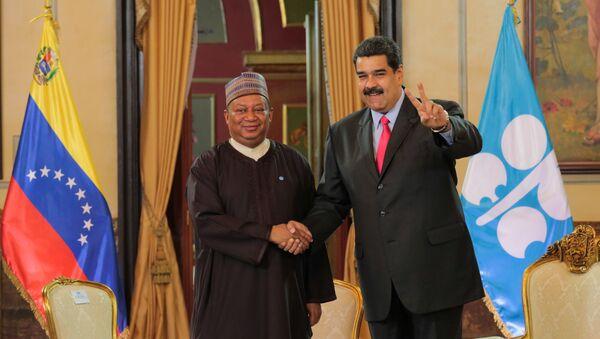 El secretario general del OPEP, Mohammed Barkindo, y el presidente de Venezuela, Nicolás Maduro - Sputnik Mundo