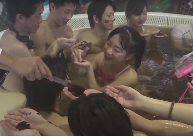 En Japón puedes pasar San Valentín... bañándote en chocolate