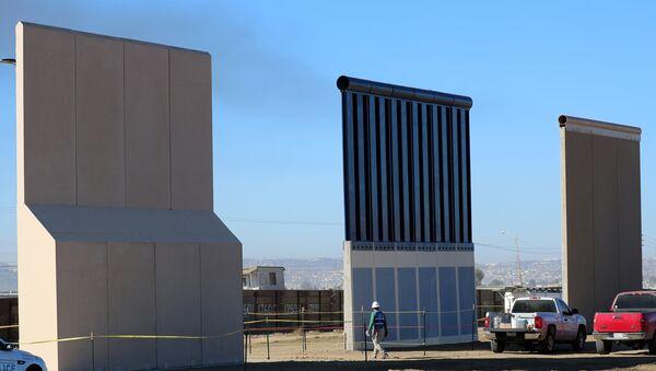 Prototipos de un muro en la frontera con México - Sputnik Mundo