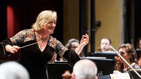 Ligia Amadio, directora de la Orquesta Filarmónica de Montevideo. - Sputnik Mundo