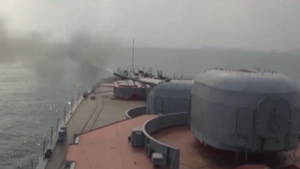 Las pruebas de misiles del destructor Almirante Vinogradov en el mar de Japón - Sputnik Mundo
