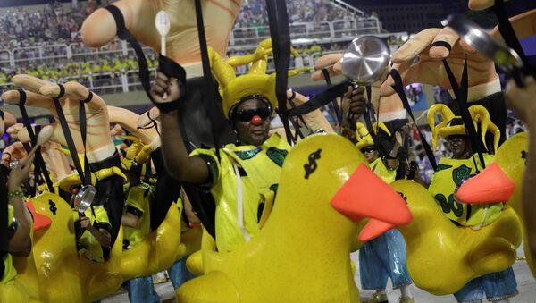 La escola Paraiso do Tuiutí desfila en el Sambódromo de Rio de Janeiro. - Sputnik Mundo