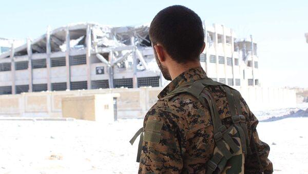 Combatiente de las Unidades kurdas de Protección Popular (YPG) - Sputnik Mundo