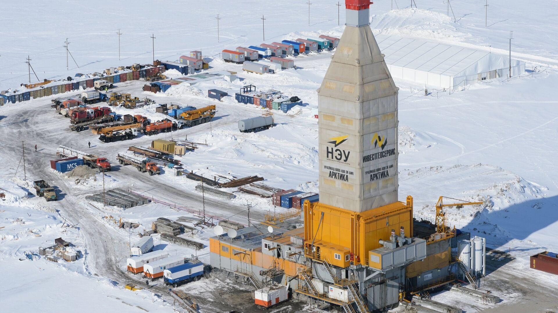 Equipo de perforación en un yacimiento de gas natural en Yamal (archivo) - Sputnik Mundo, 1920, 19.04.2021