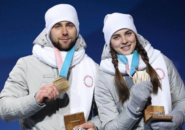 Alexandr Krushelnitski y Anastasía Brizgálova, jugadores de curling rusos