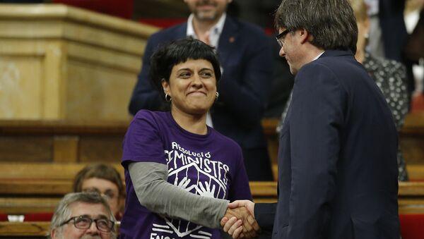 La exdiputada catalana Anna Gabriel y el presidente del gobierno catalán cesado, Carles Puigdemont - Sputnik Mundo