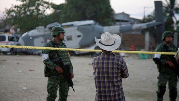 La caída de un helicóptero en México - Sputnik Mundo