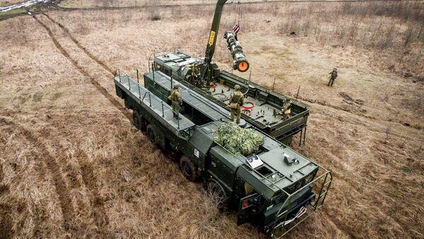 Misiles contra los enemigos: los ejercicios del sistema Iskander-M - Sputnik Mundo