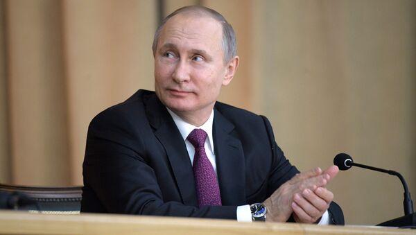 Vladímir Putin, candidato independiente - Sputnik Mundo