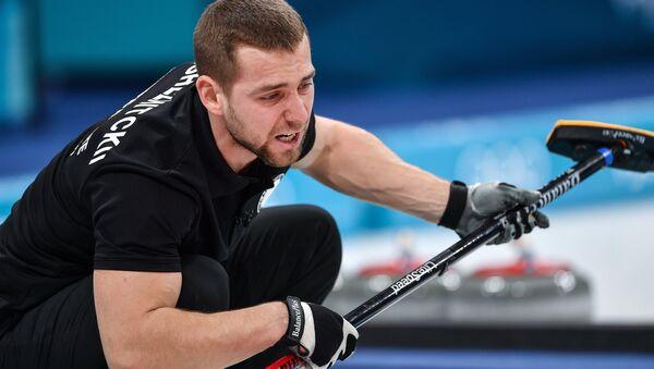 El atleta ruso de curling Alexandr Krushelnitski - Sputnik Mundo