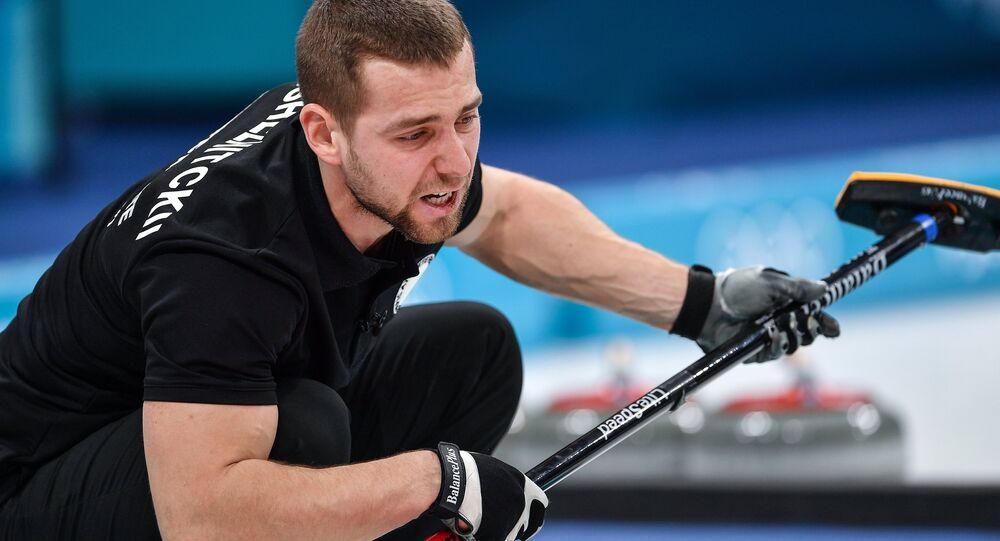 El atleta ruso de curling Alexandr Krushelnitski