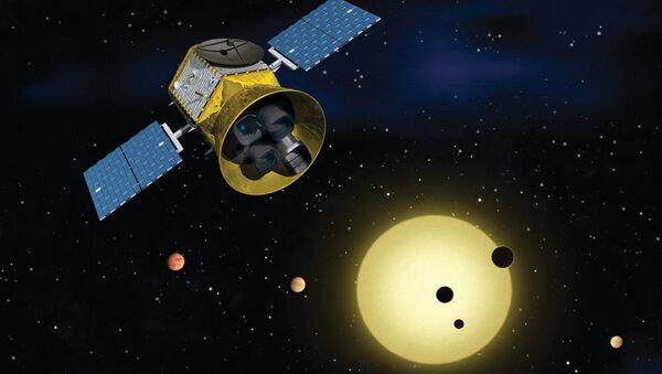El satélite Transiting Exoplanet Survey (TESS) de la NASA (impresión artística) - Sputnik Mundo