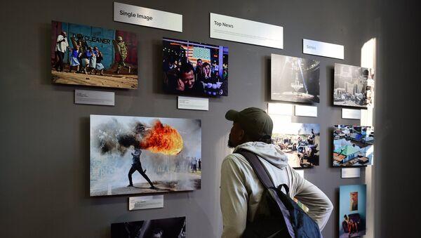 La exhibición de las fotos ganadoras del Concurso Andréi Stenin en Ciudad del Cabo, en Sudáfrica (archivo) - Sputnik Mundo