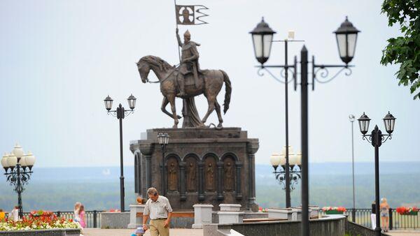 El monumento al príncipe Vladímir y al sacérdote Teodor en la ciudad de Vladímir, Rusia - Sputnik Mundo