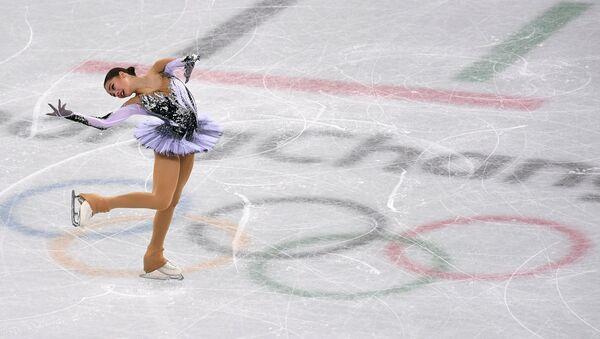 La patinadora rusa Alina Zaguítova durante su programa corto en el patinaje artístico en Pyeongchang el 21 de febrero - Sputnik Mundo