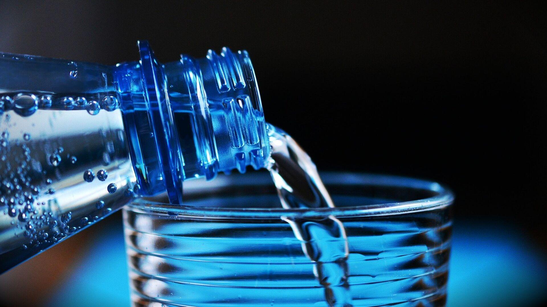 Botella de agua (imagen referencial) - Sputnik Mundo, 1920, 26.02.2021