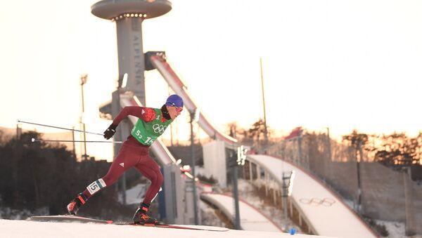 Deportista ruso Alexandr Bolshunov en el semifinal del sprint por equipos de esquí de fondo en JJOO de Pyeongchang - Sputnik Mundo