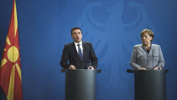 El primer ministro de la república, Zoran Zaev y la canciller alemana, Angela Merkel - Sputnik Mundo