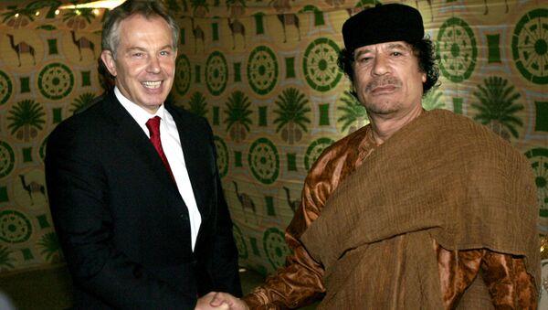 El ex primer ministro británico, Tony Blair, y el exlíder sirio, Muamar Gadafi, en 2007 - Sputnik Mundo