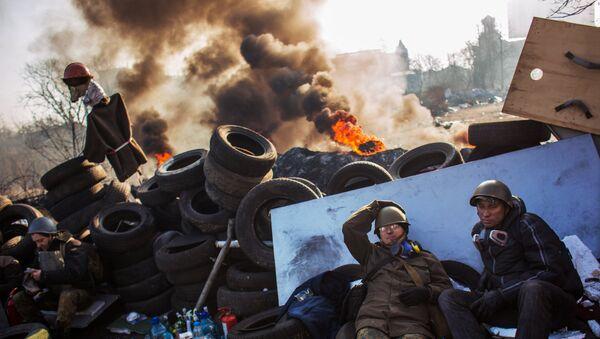 Los opositores en la calle Institútskaya en Kiev el 21 de febrero de 2014 (archivo) - Sputnik Mundo