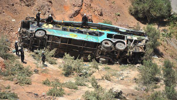 Vuelco del autobús en Perú - Sputnik Mundo