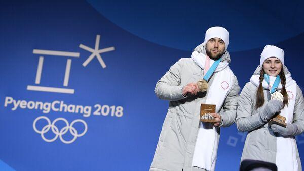 Alexandr Krushelitski y Anastasía Brizgálova, jugadores de curling rusos - Sputnik Mundo