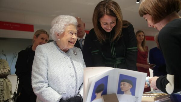 Reina Isabel II en London Fashion Week, imagen ilustrativa - Sputnik Mundo