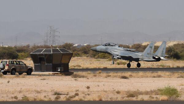 Un F-15 saudí - Sputnik Mundo