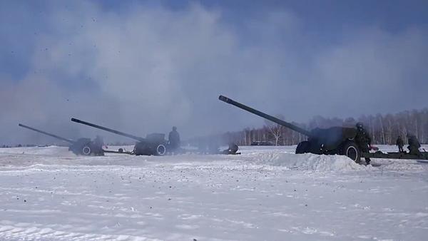 Así se prepararon fuegos artificiales para celebrar el Día del Defensor de la Patria - Sputnik Mundo